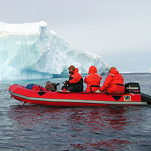 irb-inflatable-rubber-boat-antarctica-ice-berg-cruise